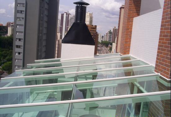 Cobertura Em Vidro Verde C/ Estrutura Branca