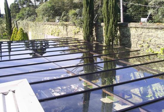 Cobertura Em Vidro Sobre Pergolado De Madeira